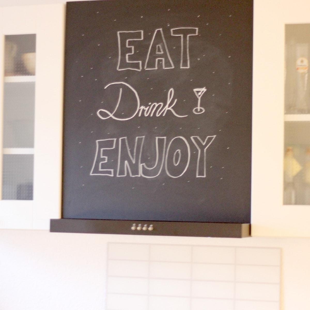 Eine DIY Tafel in der Küche statt 0815 Kaminhaube