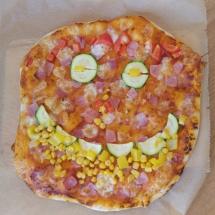 Smile-Pizza-Gesicht-Karneval-Kindergeburtstag-Party-Pizzateig-Rezept