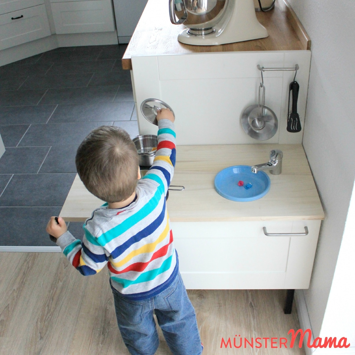Gewerkelt spielkuche selbstgemacht aus kuchenresten for Wasserhahn spielküche