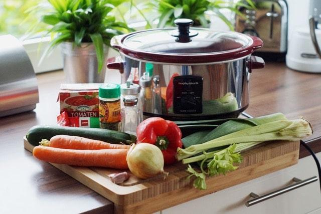 #MittagbeiMir mit Gabi Frankemölle und den Vorteilen eines Slowcooker inkl. Rezept für unschlagbar leckere Gemüse-Bolognese!