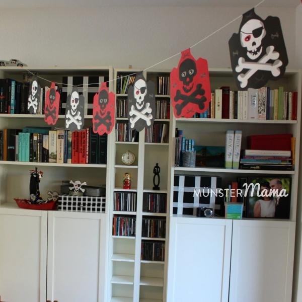 Totenkopf_Girlande für Piratengeburtstag