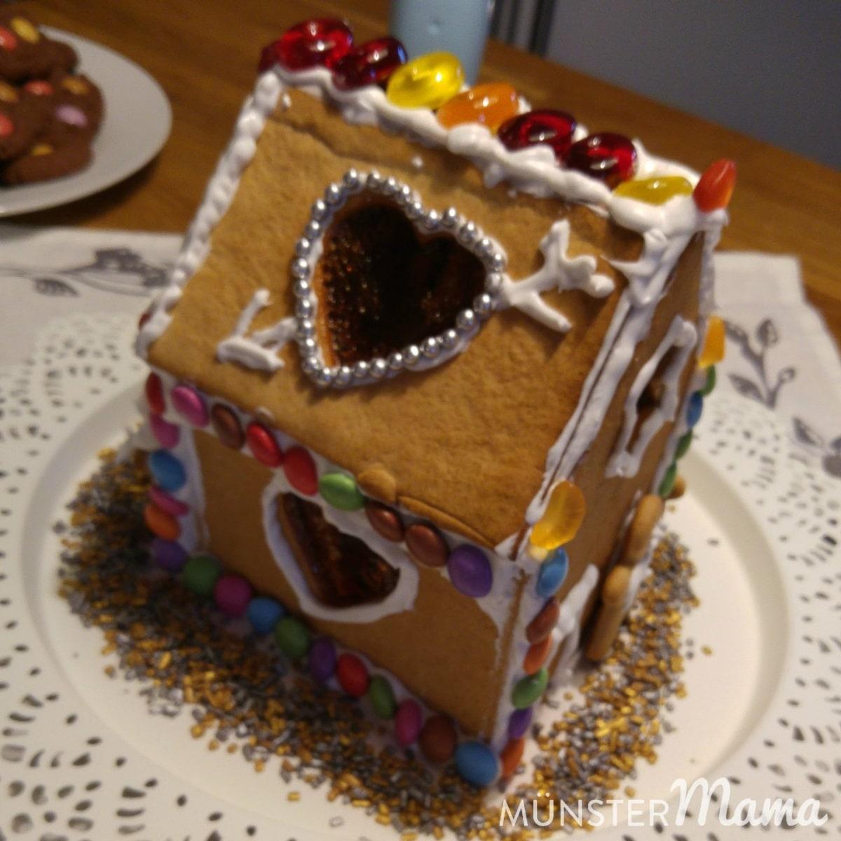 Kindkrankchaos und Adventsgemütlichkeit mit Rezept für das einfachste Honigkuchenhaus der Welt