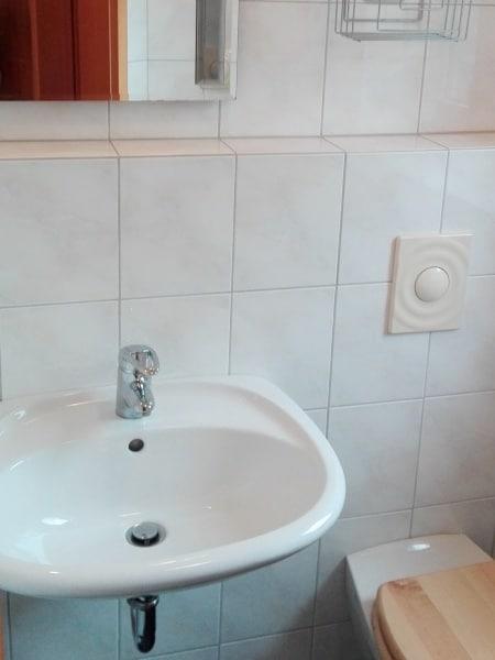 Bad Sanierung altes Waschbecken
