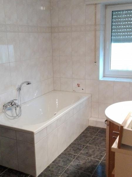 Alte Badewanne vor Sanierung