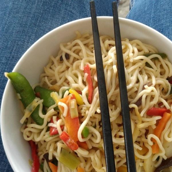 Mie Nudeln mit Thai Gemüse