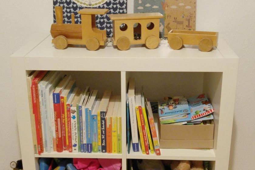 Spielzeugregal-Eisenbahn-Bücher-Bücherregal-Kinderzimmer-Nachhaltig