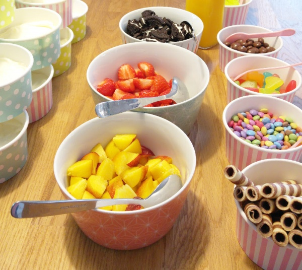 Topping-Bar-Kindergeburtstag-Kindergeburtstagstorte-Überraschung-Party-Mottoparty-Ostern-Karneval-muenstermama
