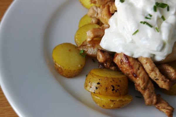 Scnelle-Pfanne-Gyros-Tsatsiki-Oregano-Kartoffeln-Mittagessen-Familienessen-Rezept-Münster-Abendessen-Griechisches