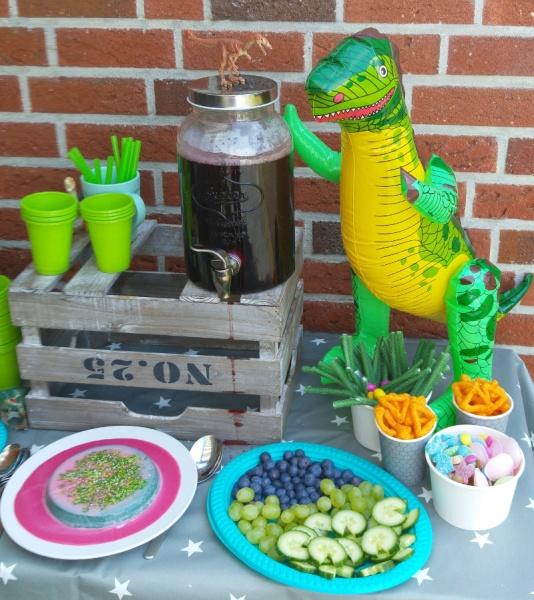 Dino Kindergeburtstagsparty Partybuffet Dinosaurier Münstermama Kinder Familie