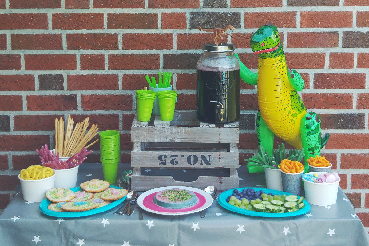 Dinosaurer Kindergeburtsag Party Buffet Sweetstable Münstermama