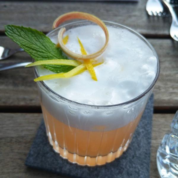 Aperitif-Rhababer-Gin-Münster-Bar-Marie-Rausch-Niklas-Rotkehlchen