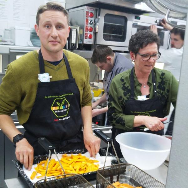 Dating-Koch servieren köstliche