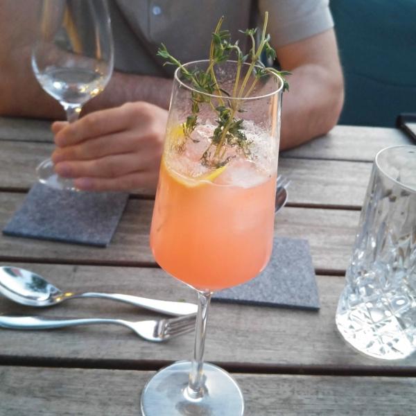 Primavera-Ketel-Vodka-Cocktail-Rotkehlchen-Marie-Rausch-Thymian-Münster-Bar-Ausgehtipp