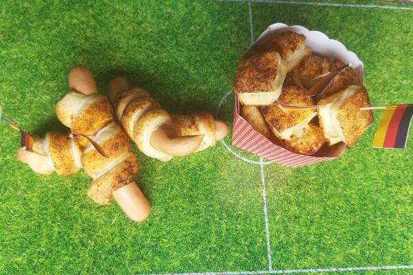 Wurstbrot-Pizzataschen-Rezept-Fingerfood-Fussball-Meine Backbox