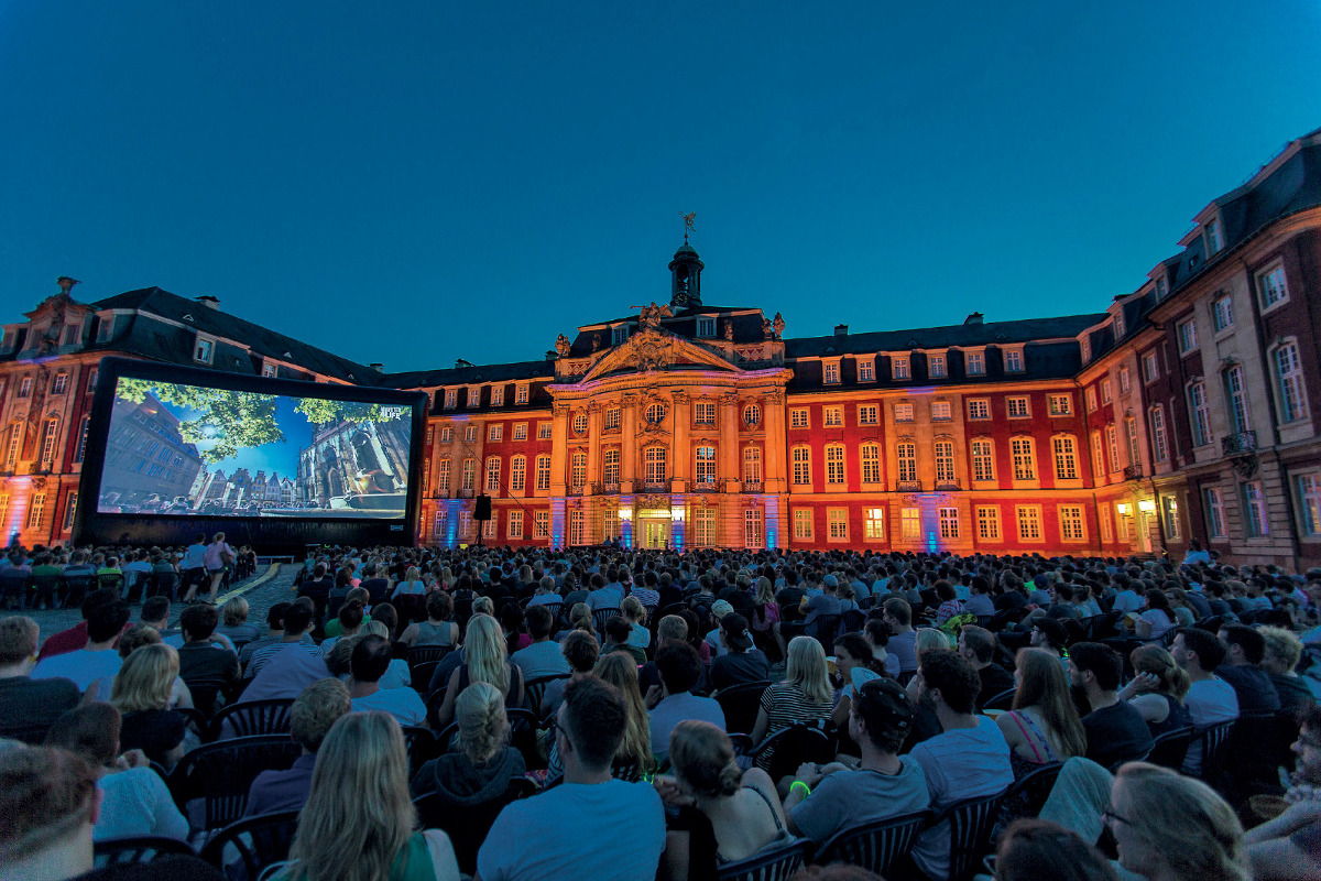 Open Air Sommernachtskino Cineplex Schlosstheater Münster Above Schloss Münstermama