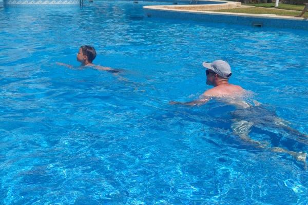 Schwimmenlernen Sohn Vater Eltern Schwimmkurs