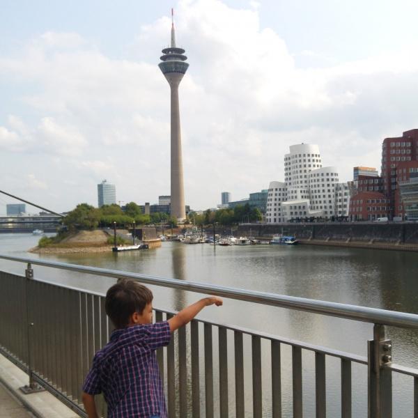 Düsseldorf-Rheinturm-Fernsehturm-Kinder-Familie-Ausflug