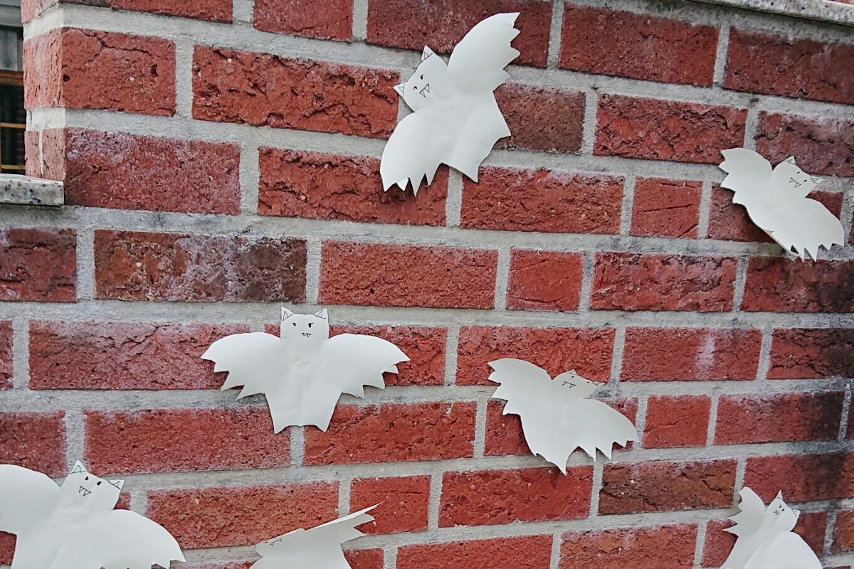 Vampire-Wand-Papier-Basteln-Halloween-Karneval-Münstermama