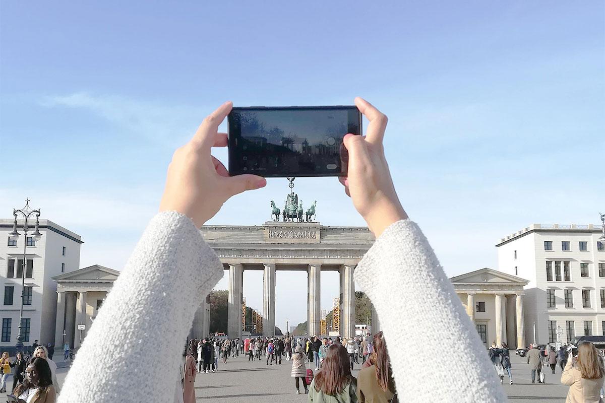 Berlin Brandenburger Tor Smartphone Kamera Münstermama fotografiert während ihres perfect getaway