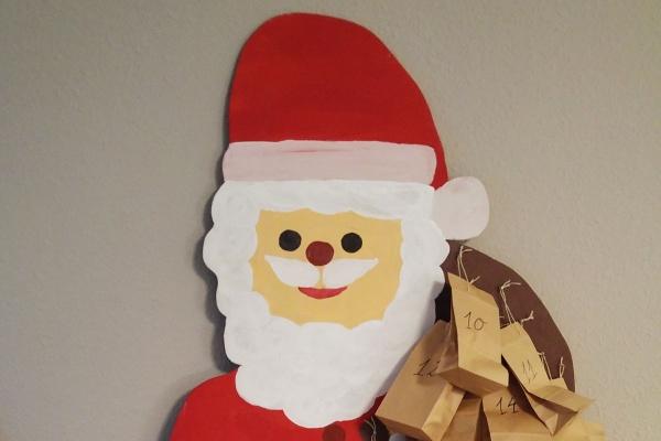 Nikolausfigur DIY als Adventskalender mit braunen Papiertüten