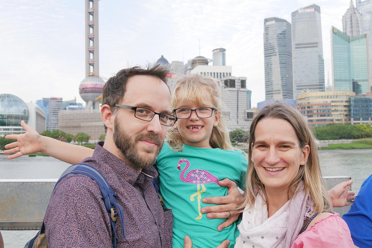 Veronika-Shanghai-2moms2continents-Briefwechsel-Vereinbarkeit-Expat-Skyline