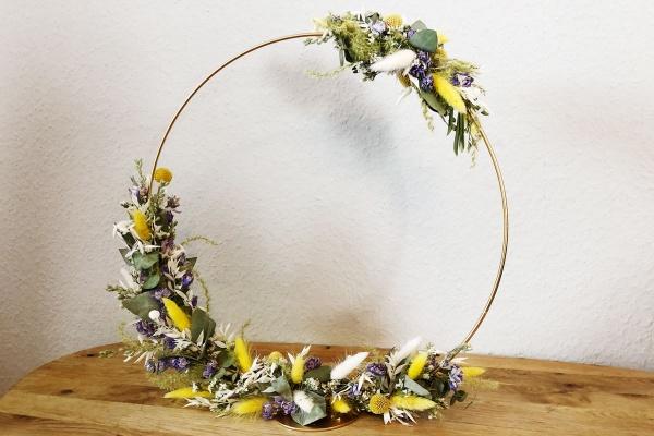 Florale Manufaktur Kranz zum HInstellen aus Trockenblumen zum Frühling