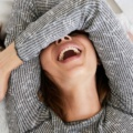 lachende liebe Frauen